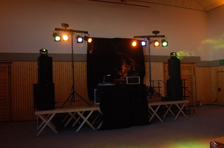 Disco in einer Turnhalle